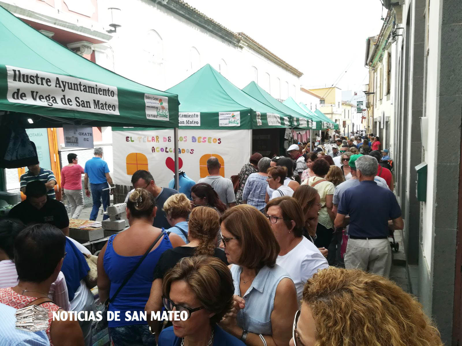 Feria abarrotada