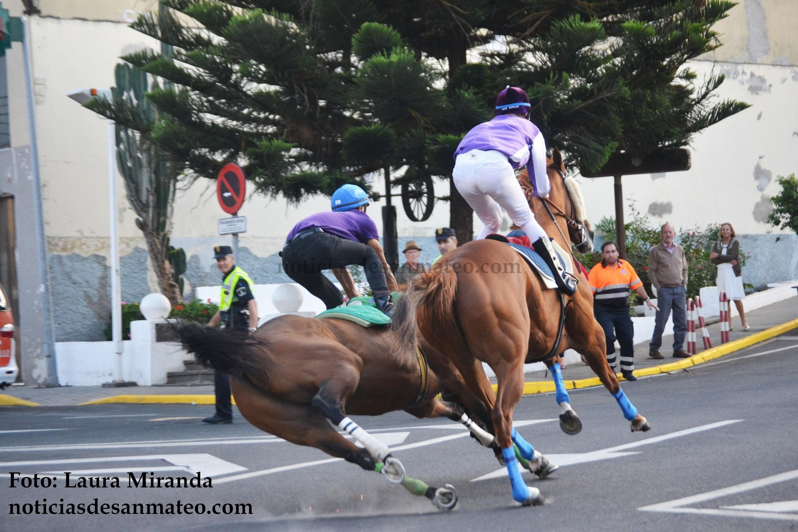 Accidente Carrera Caballos San Mateo caida caballo 21 DE SEPTIEMBRE DE 2016 Foto Laura Miranda Noticias de San Mateo 1