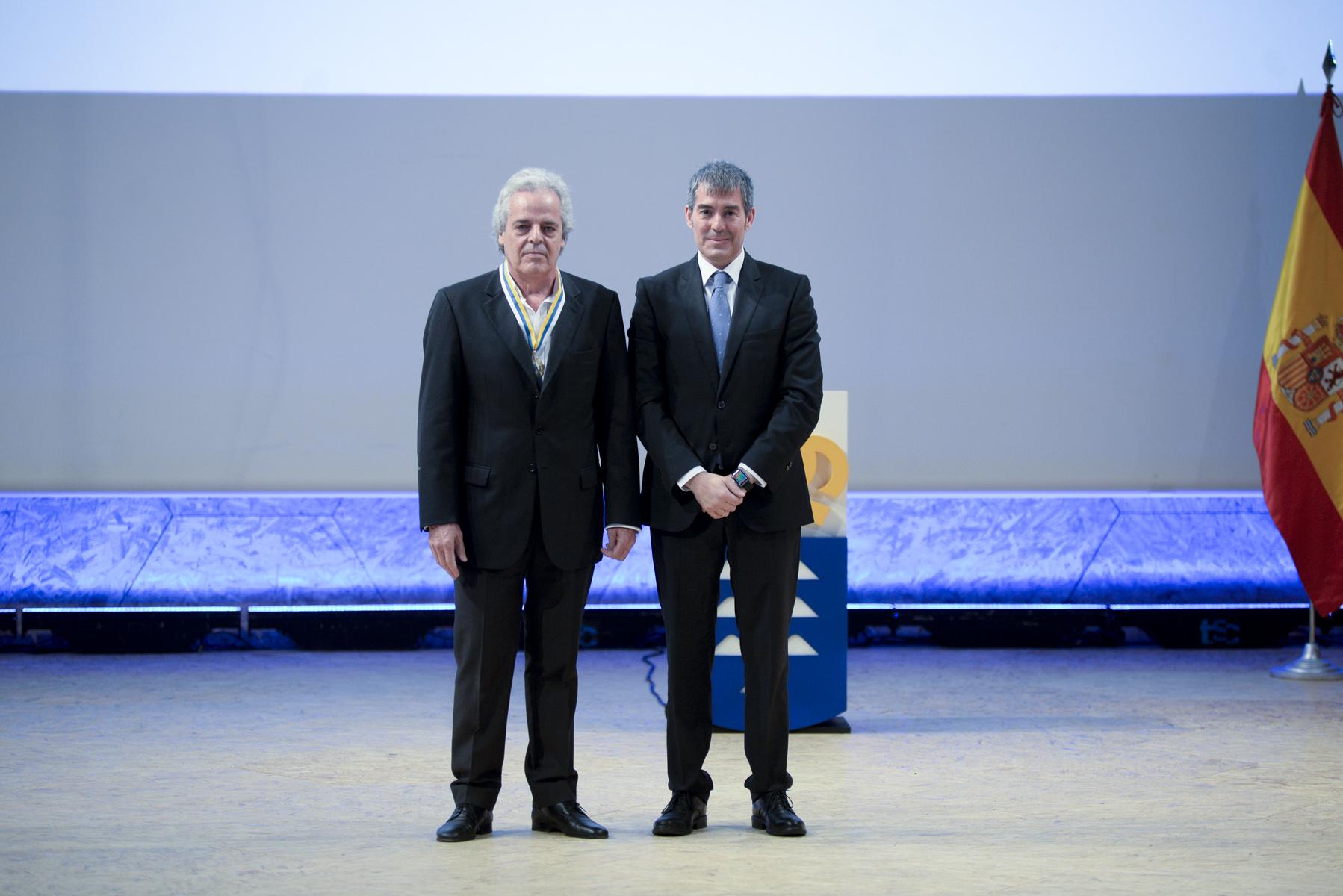 Andres Santana recibe medalla de oro de canarias
