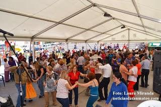 Baile con Sonora y su Bandurria en la Plaza del Pueblo Foto Laura Miranda Noticias de San Mateo 1