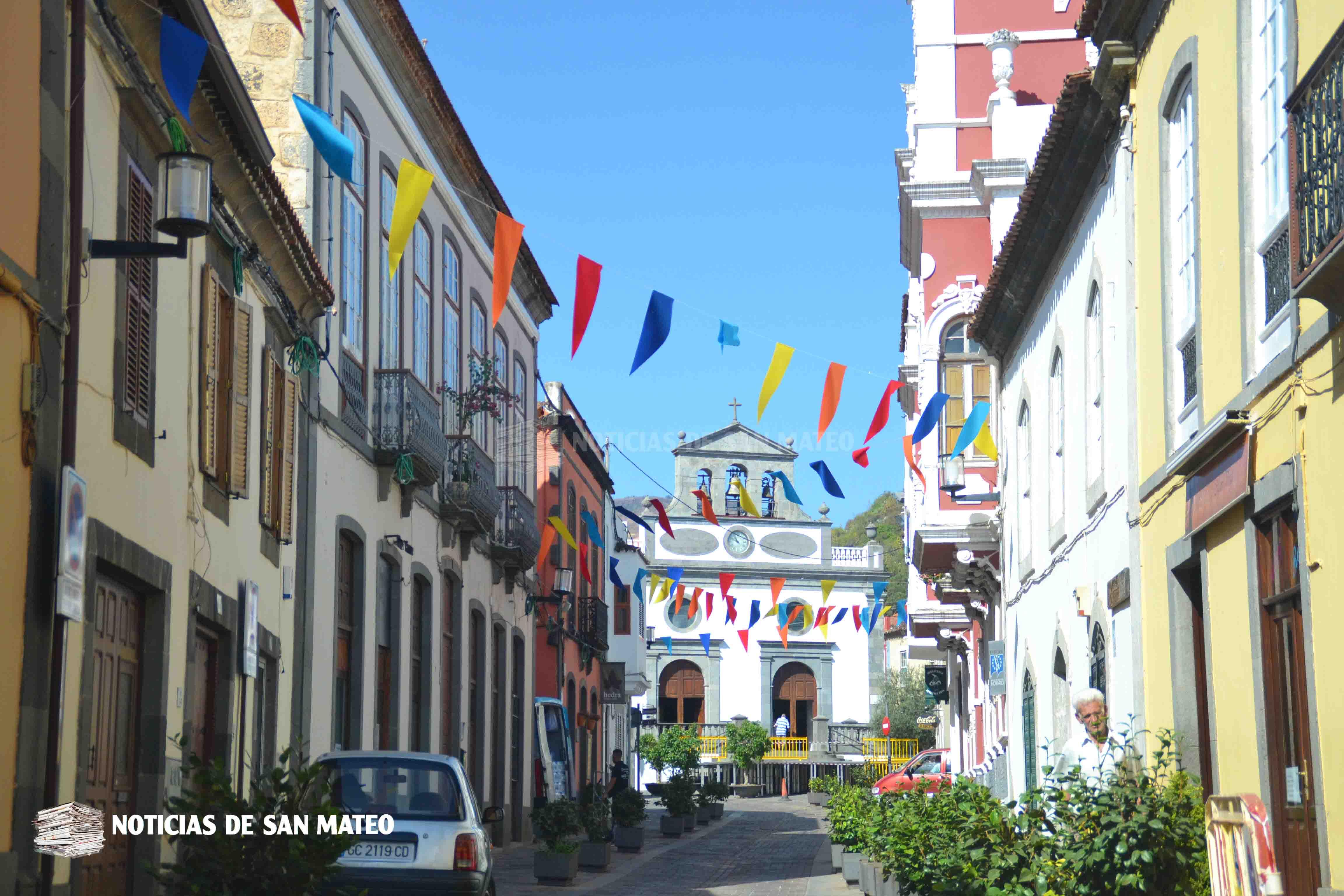 Calle Principal con banderas de colores fiestas 2018 Foto Laura Miranda Noticias de San Mateo