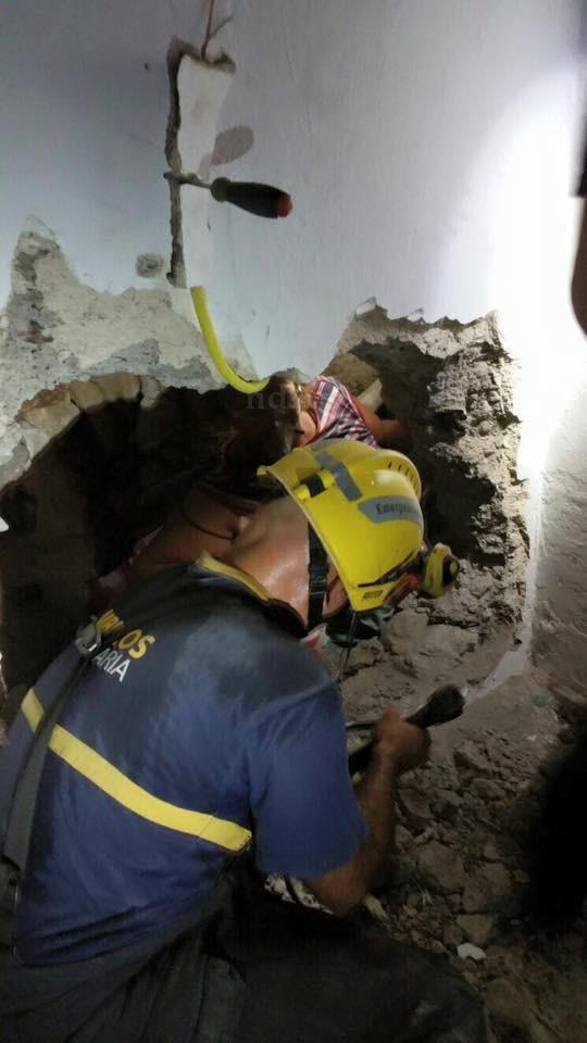 Mujer restacada La Yedra atrapada muros NDSM 3