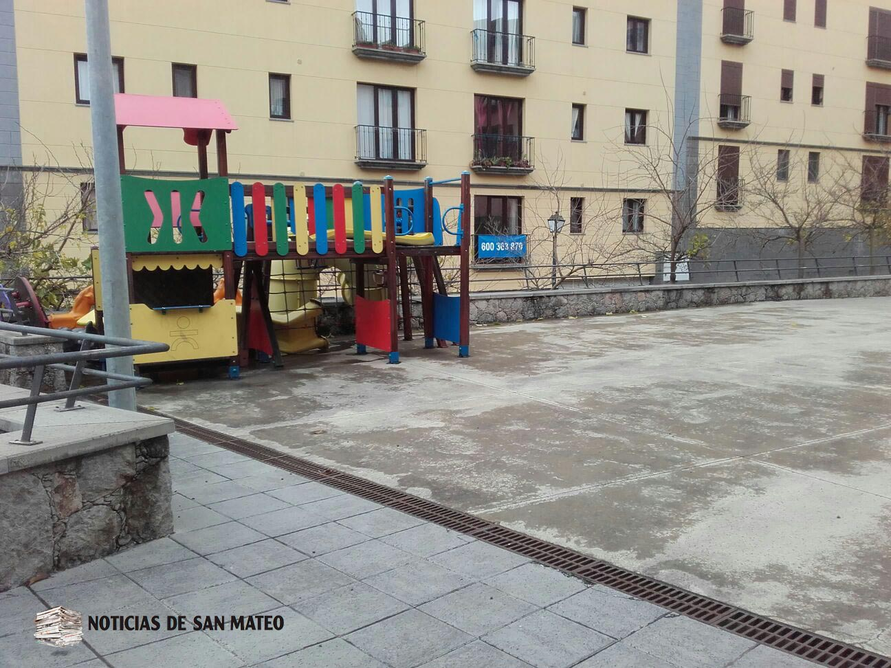 Traslado parque infantil Plaza del Pueblo San Mateo Foto Laura Miranda Noticias de San Mateo