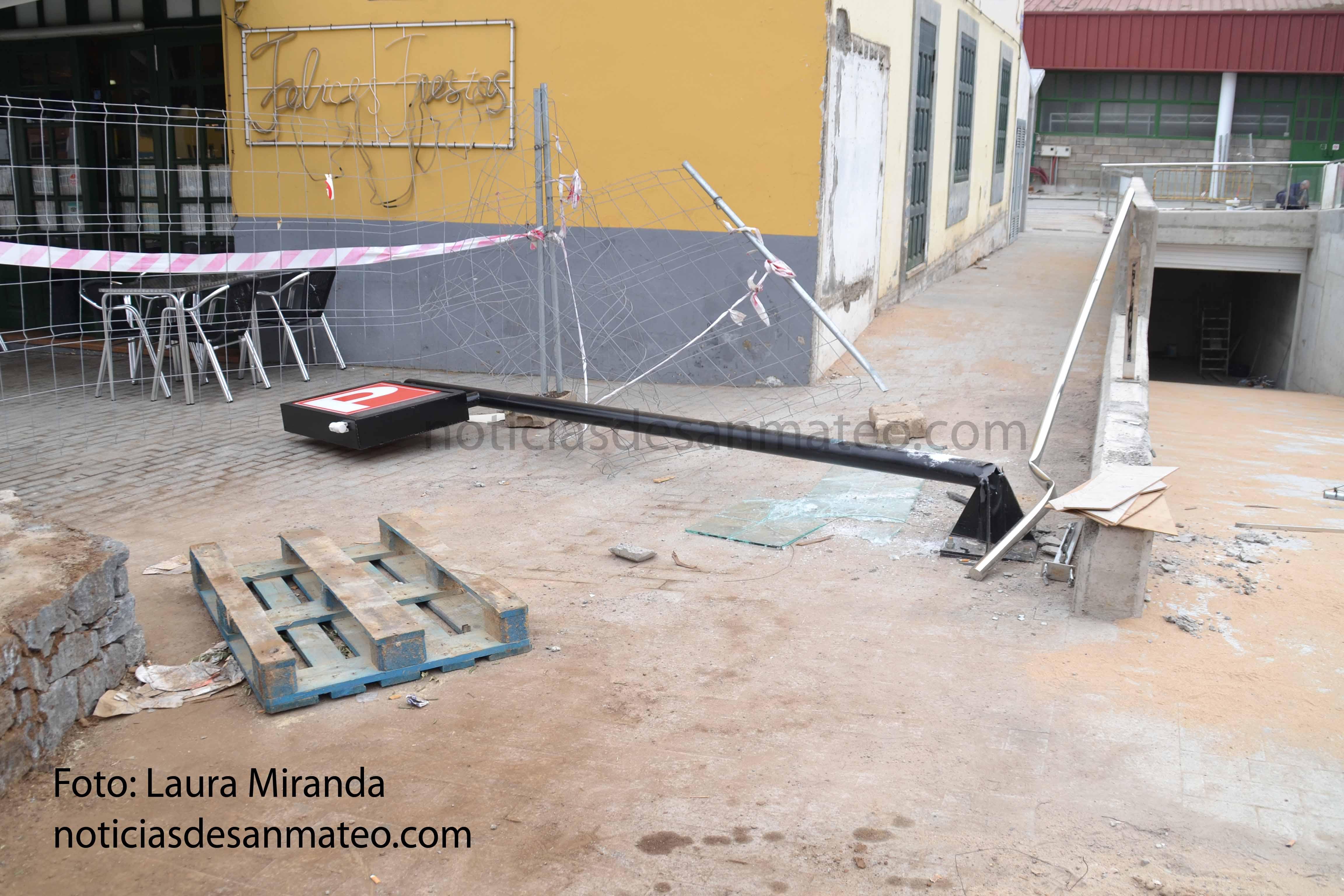 guagua se estrella contra la nueva obra del mercado 2 de marzo 2017 Foto Laura Miranda
