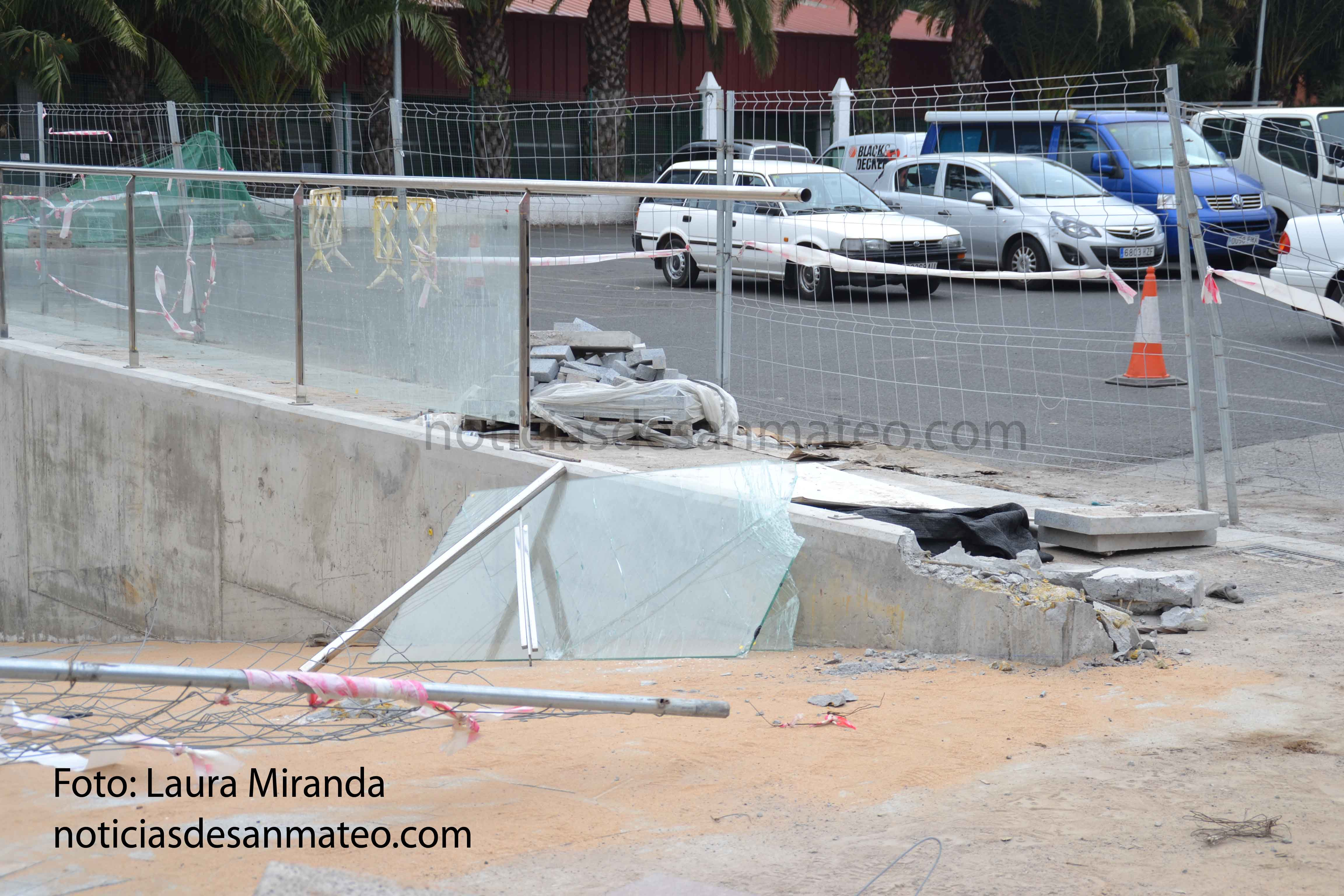 guagua se estrella contra la nueva obra del mercado 2 2 de marzo de 2017 Foto Laura Miranda