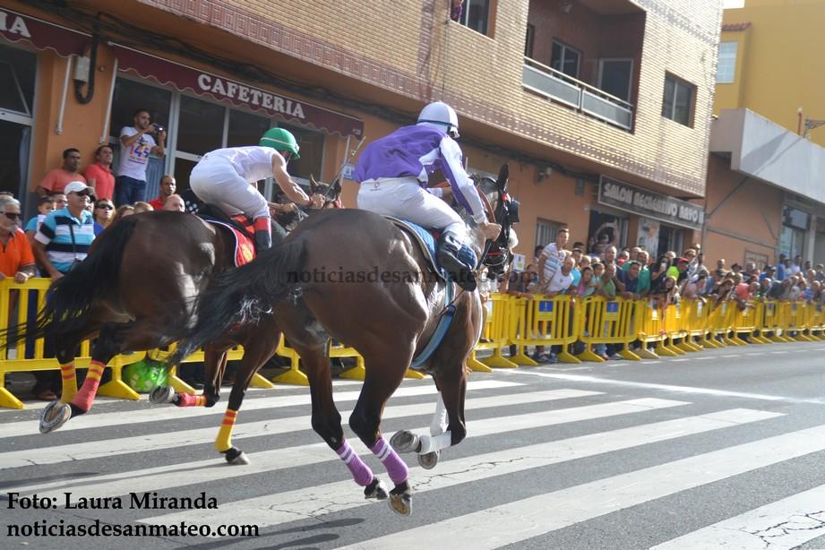 Carrera de caballos Avda. Tinamar 21 sept 2015 Foto Laura Mrianda Noticias de San Mateo 1